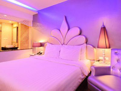 Honeymoon Hotel with Whirlpool bath rooms