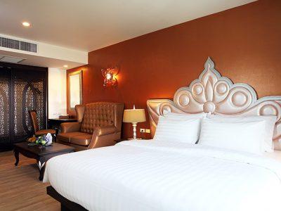 Luxury hotel near Khaosan road