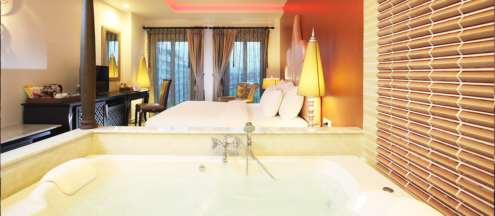 romantic resort in bangkok with deluxe room type and private jacuzzi